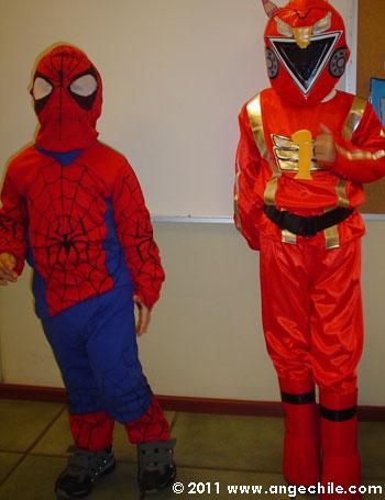 Disfraz de Spiderman y de un Power Ranger Rojo