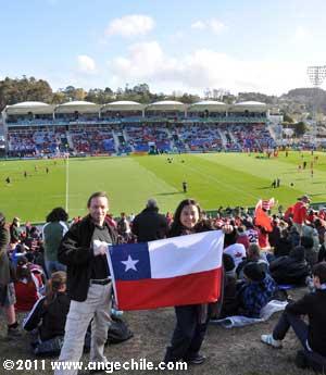 Bandera de Chile durante un partido del mundial de rugby en Whangarei, Nueva Zelandia