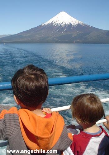 Viajando en el Lago Todos Los Santos en Chile